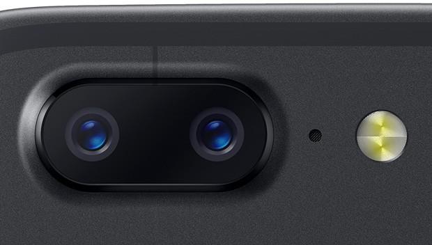 La dual camera posteriore di OnePlus 5T