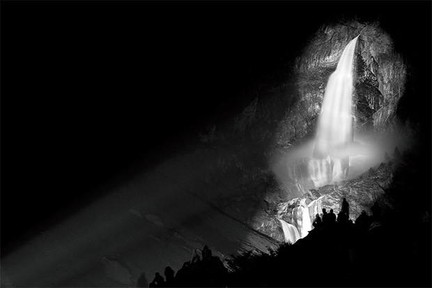 Una fotografia scattata in notturna, con la fotocamera montata sul cavalletto (ISO 100, 58mm, f/9, 30 s)