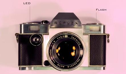 La fotocamera analogica Reflex 1