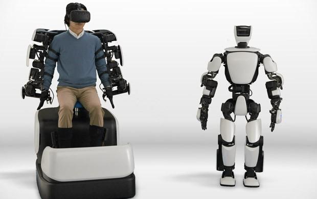 Il robot T-HR3 di Toyota riproduce in modo preciso i movimenti di un essere umano