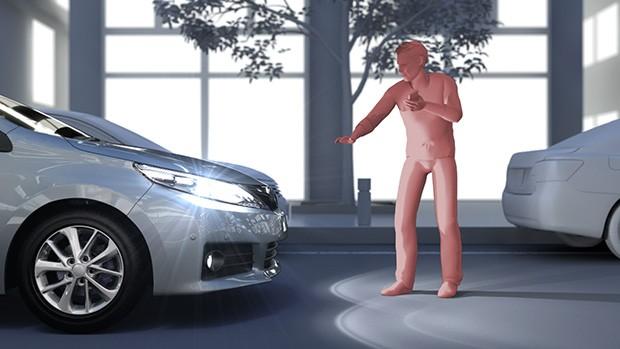 La nuova evoluzione della tecnologia Safety Sense sviluppata da Toyota è in grado di identificare la presenza di pedoni e ciclisti anche di notte