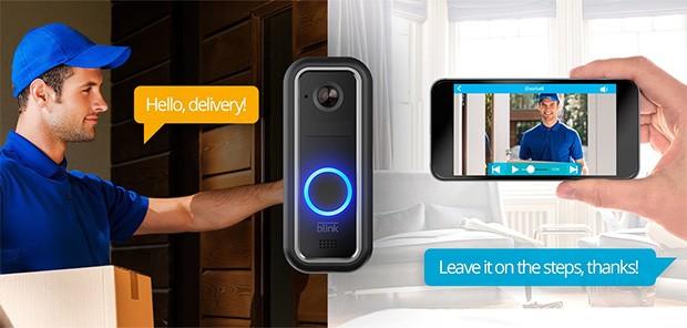 È possibile interagire con Blink Video Doorbell da remoto, attraverso un'applicazione mobile, parlando così con chi si trova davanti alla porta