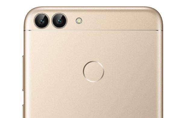 La doppia fotocamera posteriore di Huawei P Smart, particolarmente adatta per i ritratti