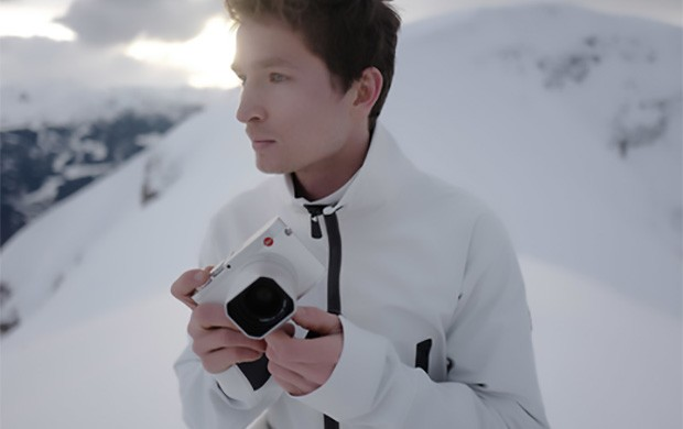 La mirrorless Leica Q nell'edizione limitata Snow realizzata in collaborazione con lo snowboarder svizzero Iouri Podladtchikov per le Olimpiadi Invernali di Pyeongchang
