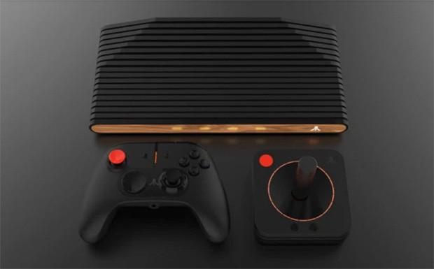 Atari VCS con Classic Joystick, e Modern Controller