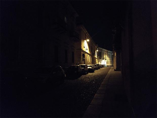 Una via di Crema, fotografata con la modalità Notte di Huawei P20 Pro