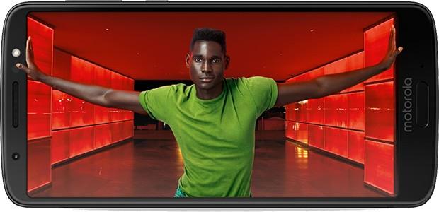 Il design dello smartphone Motorola Moto G6 di Lenovo, con le dimensioni delle cornici ridotte