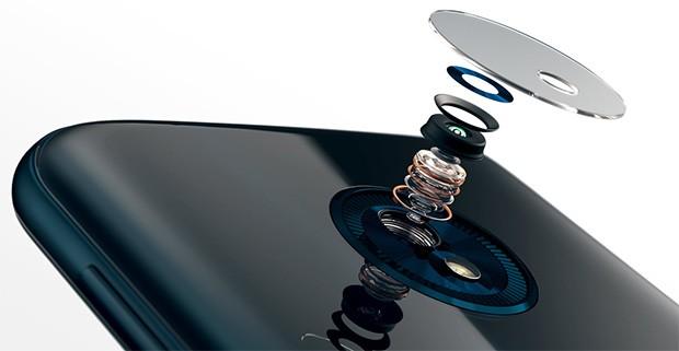 Gli elementi che compongono la fotocamera da 13 megapixel dello smartphone Motorola Moto G6 Play e la sua ottica