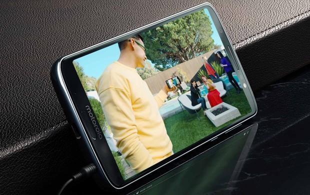 Il design dello smartphone Motorola Moto G6 Plus