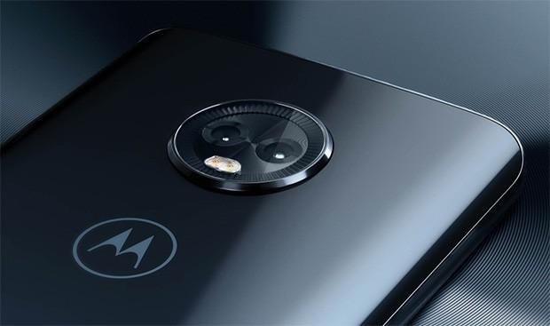 La doppia fotocamera posteriore del Motorola Moto G6 Plus