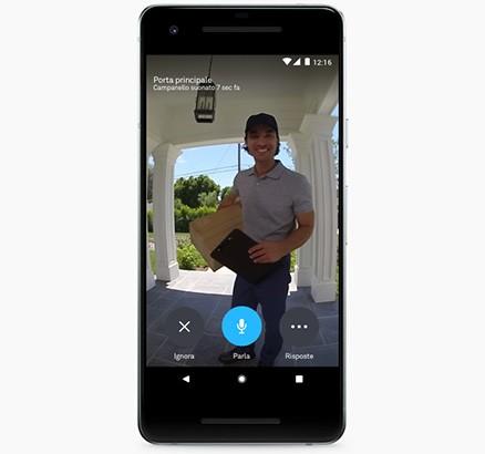 L'applicazione di Nest che mostra chi si trova alla porta, grazie alle immagini acquisite da Hello