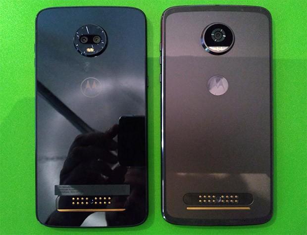 Motorola, smartphone modulari a confronto: il nuovo Moto Z3 Play (a sinistra) e il predecessore Moto Z2 Play (a destra)
