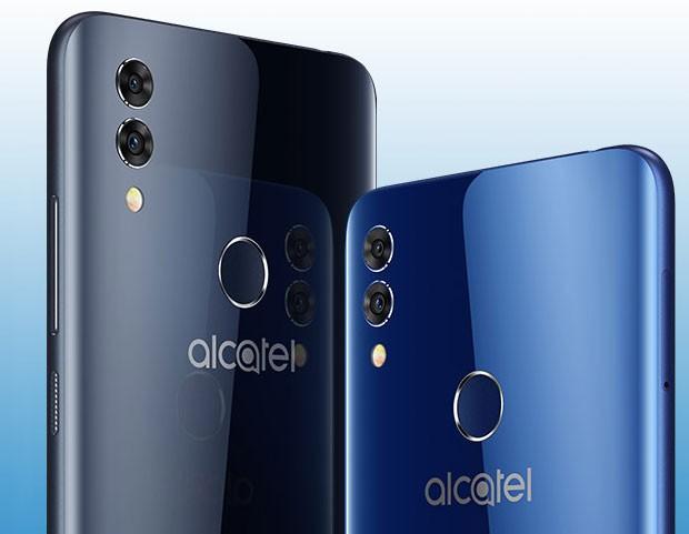 Lo smartphone Alcatel 5V nelle colorazioni Spectrum Black e Spectrum Blue