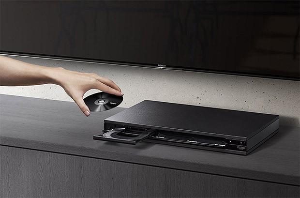 Il lettore Blu-ray Sony UBP-X800 con supporto ai dischi 4K