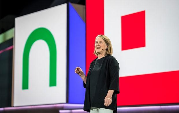 Diane Greene, CEO di Google Cloud, sul palco dell'evento Next 18