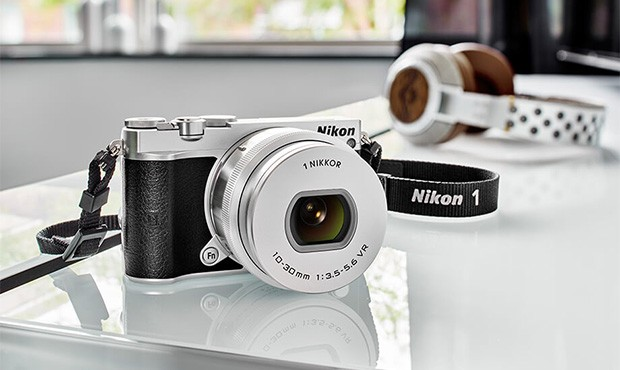 Nikon 1 J5, l'ultimo modello della gamma introdotto nel 2015