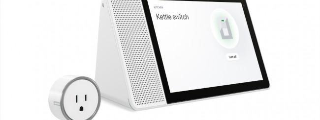 08b_Smart_Plug_Hero_With_Smart_Phone