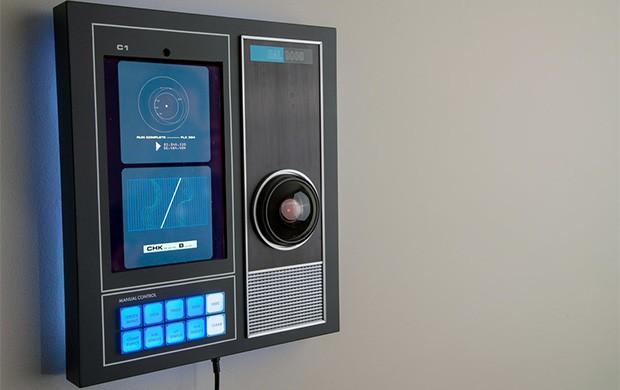 La replica fedele di HAL 9000, il computer di bordo di 2001: Odissea nello spazio, proposto da Master Replicas Group con una campagna di crowdfunding sulla piattaforma Indiegogo
