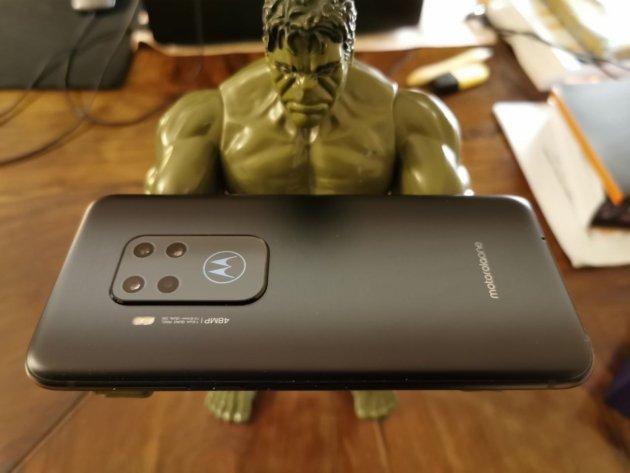 Motorola One Zoom retro