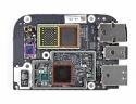 Scheda logica: processore A4 (rosso),  memoria flash con uno spazio vuoto per un eventuale aggiornamento (arancio), chip wireless (viola) e un altro processore marchiato Apple (verde).