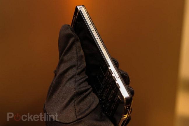 blackberry-porsche-design-titanium-phone-8