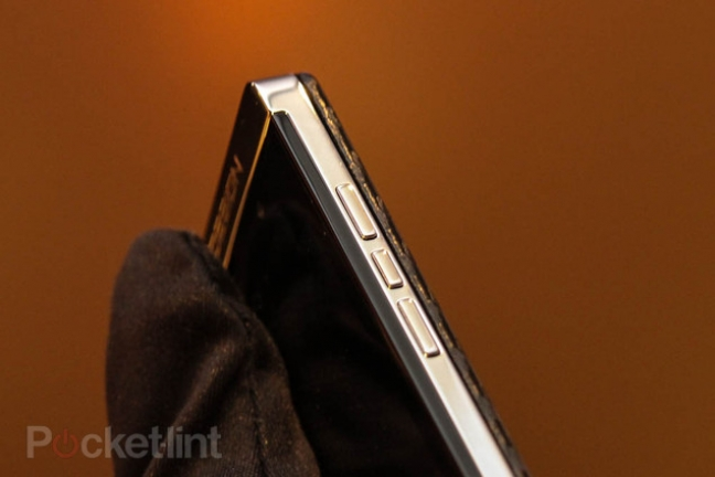 blackberry-porsche-design-titanium-phone-9