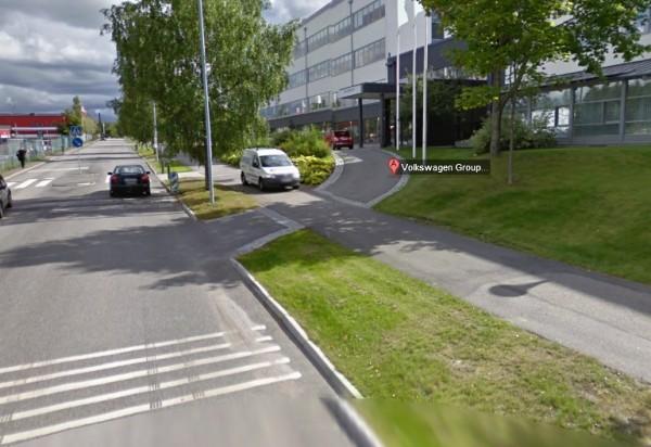 Fiat 500 su Street View di fronte alla sede Volkswagen