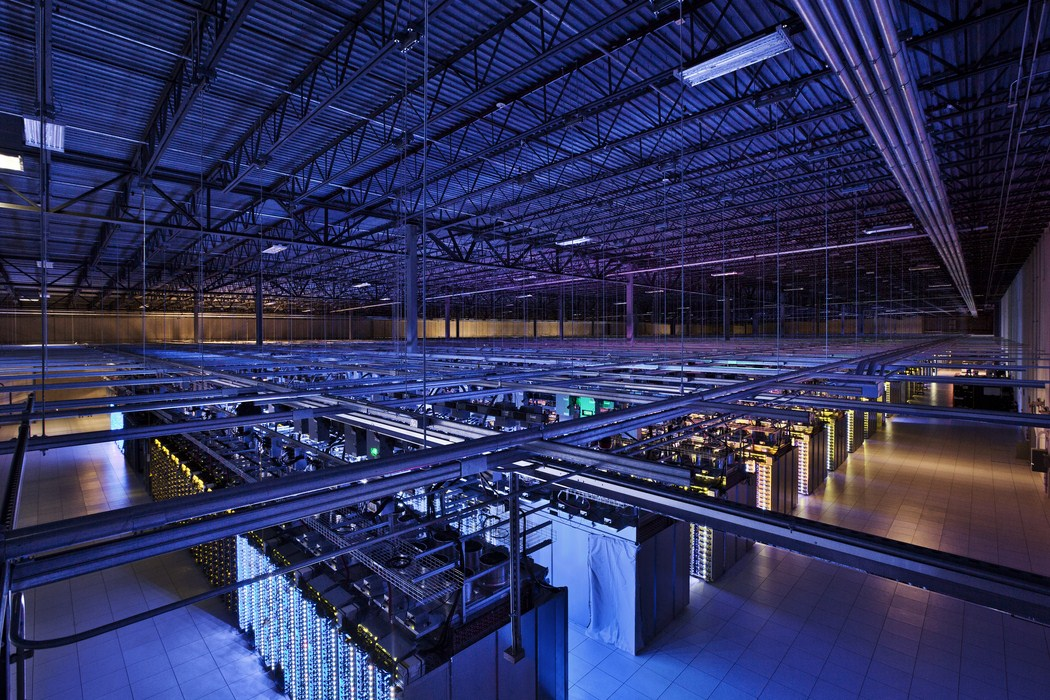 server-floor-with-purple-glow-in-council-bluffs