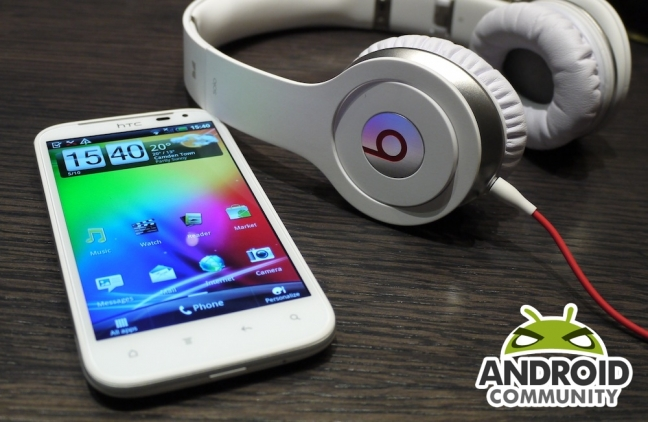 HTC Sensation XL hands-on (Android Community)