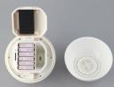 Il dispositivo funziona con 6 batterie AA e pu leggere i file da scheda SD o chiavetta USB