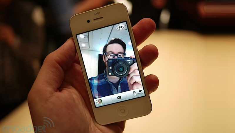 iPhone 4 bianco - Engadget Hands-on foto 1