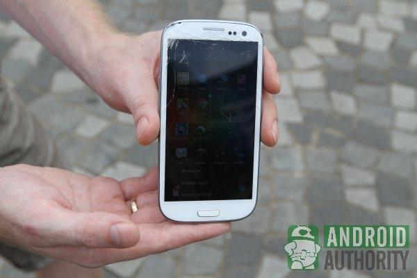 iPhone 5 vs. Samsung Galaxy S3 crash test