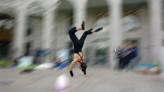 Fotografia di un ginnasta in azione con Lumia 925