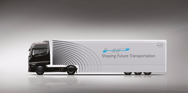 Il prototipo del camion Mercedes-Benz Actros con tecnologia Highway Pilot