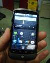 Il Nexus One è estremamente comodo da reggere grazie al dorso antiscivolo.