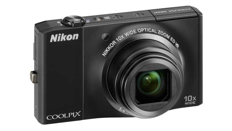 Nikon Coolpix S8000 vista frontale colore black