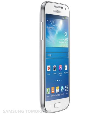 Samsung Galaxy S4 Mini bianco, visto da sinistra