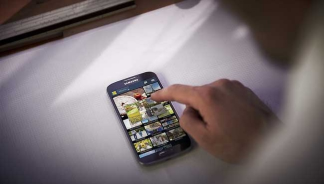 galaxy-s4-lifestyle-image_air-view