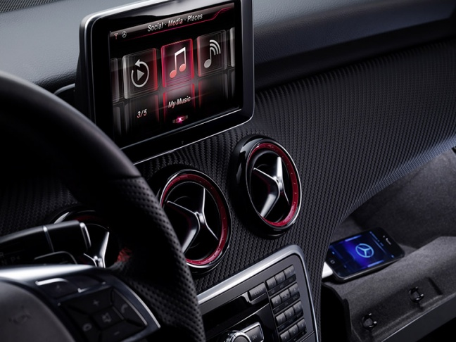Siri su Mercedes-Benz