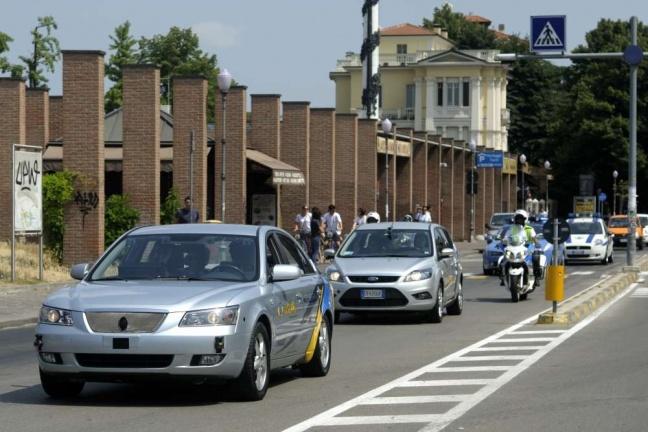 L'auto VisLab per le strade di Parma