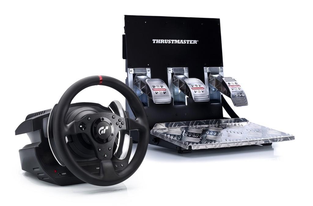 Gran Turismo 5 - Il volante ufficiale Thrustmaster T500 RS