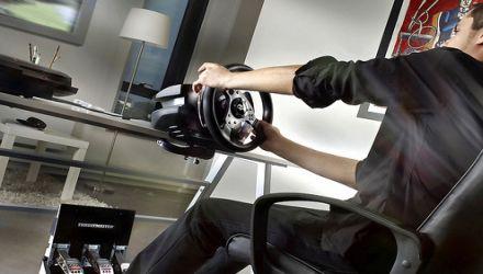 Gran Turismo 5: disponibile il volante ufficiale Thrustmaster T500 RS