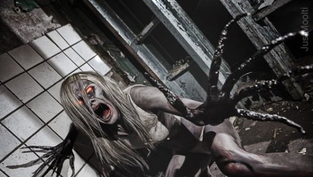 Left 4 Dead – una spaventosa Witch in cosplay