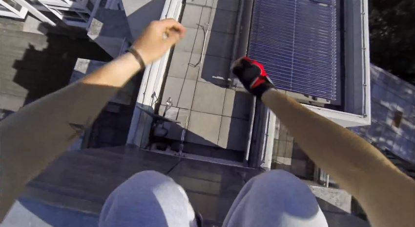 Mirror's Edge: un vero esperto di parkour imita Faith – video