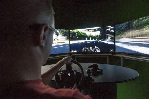 Gran Turismo 5 giocato su 5 display da 80 pollici